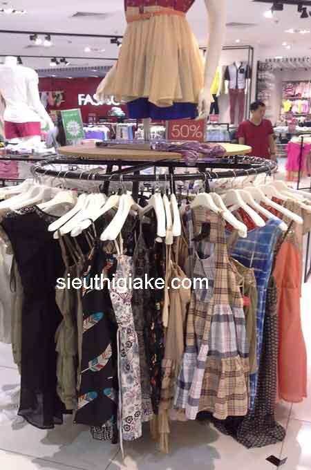giá kệ vòng cung thích hợp cho cửa hàng lớn hay trung tâm thương mại