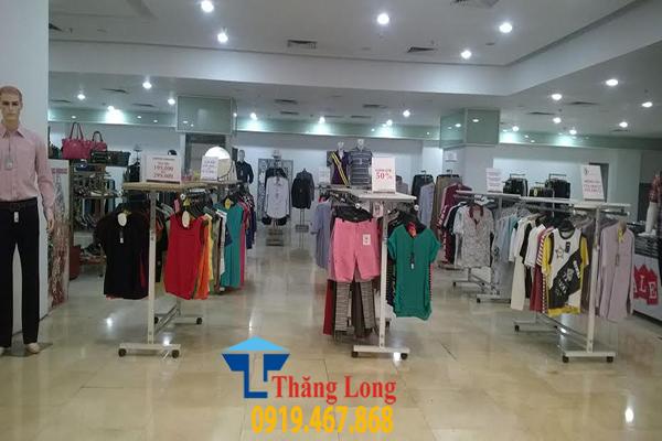 Một số mẫu giá kệ thời trang của công ty CP Đầu Tư và Trang Thiết Bị Thăng Long