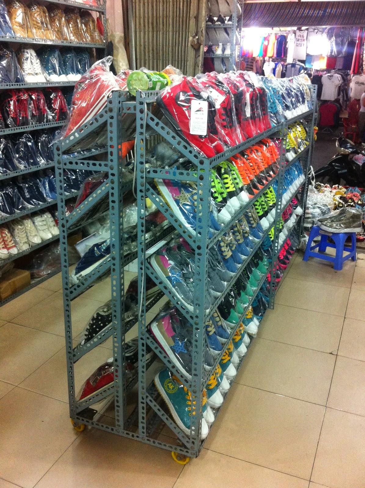 Kệ để giày dép cho các siêu thị, cửa hàng thời trang